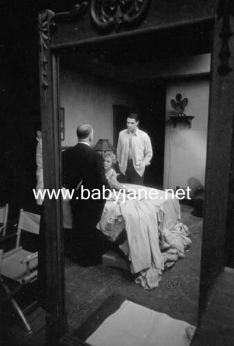 084 PSYCHO JANET LEIGH JOHN GAVIN ALFRED HITCHCOCK BEHIND THE SCENES PHOTO