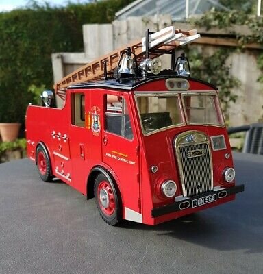 1:18 Dennis F8 Fire Engine London Fire Brigade Leeds Original Classics Model Car