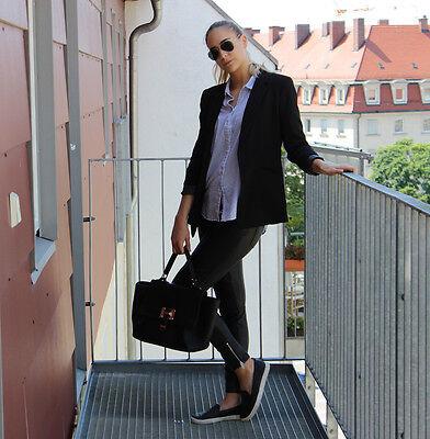 Sportliche Slipper gehen immer und passen perfekt in den Business-Sommerlook. (© Sarah Sommer)