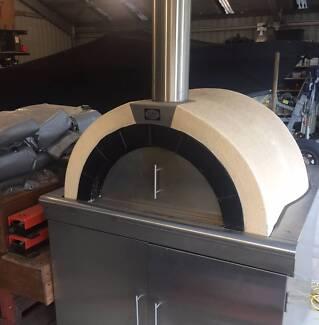 Elite Pizza Oven on wheels