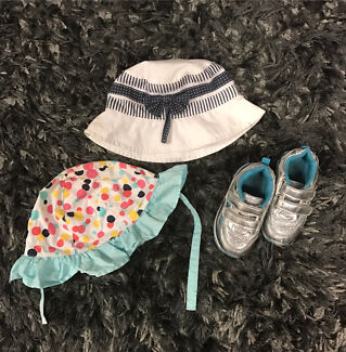 BARGAIN!Baby girls sparkly shoes (size 4) & 2 hats (size 0)