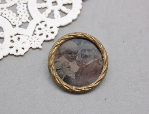 """Mourning Photo Pin Antique Victorian Father & Baby Child Gold Tone 1"""" Vintage"""