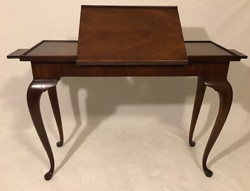 Vintage Mahogany Queen Anne Writing Desk/Table