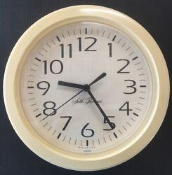 SETH THOMAS Wall Clock Plastic 9 Inches Quartz- Battery Operated E31