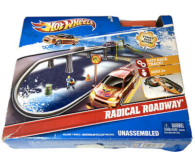 "Hot Wheels Radical Roadway Car Track Play Set ""City Course"" With 10 Cars."