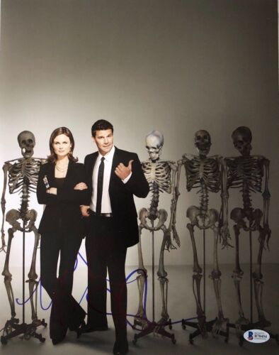 EMILY DESCHANEL DAVID BOREANAZ SIGNED 11X14 PHOTO BONES BECKETT BAS AUTOGRAPH B