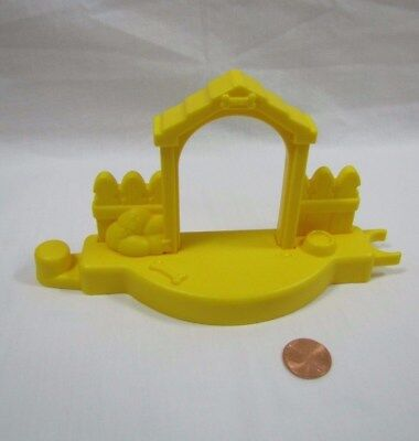 Fisher Price Little People YELLOW DOG HOUSE TOWN FENCE PIECE w/ PET BOWL BONE