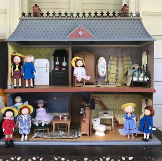 Collectable Madeline Dolls Dollhouse And Furniture ONO