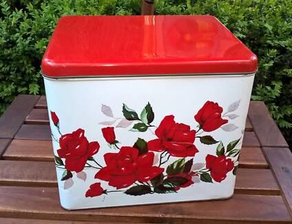 Vintage Willow Large Cake Tin - Roses