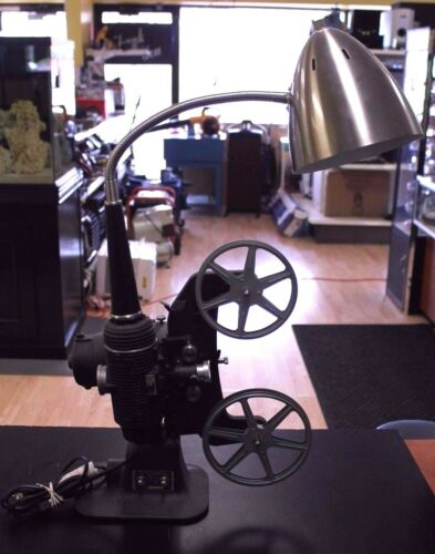 VINTAGE BELL & HOWELL PROJECTOR REGENT 8 MM DESIGN 122 MODEL: L
