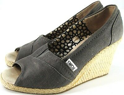 Toms Women Wedge Heels Size 6 Gray Leather Insole Fabric Lined Heels 3 In Tall