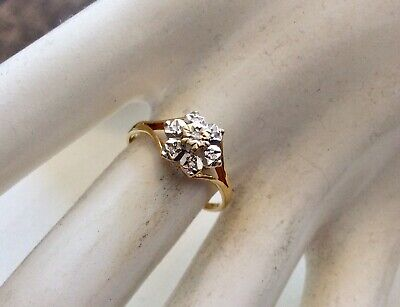 Lovely Ladies Vintage 18 Carat Gold Pretty Diamond Cluster Ring - Size N