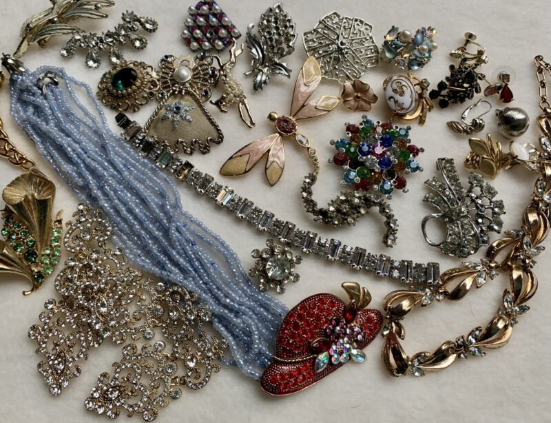 Vintage Jewelry Lot for Repair Gold Silver Metal Rhinestones 34 Pieces