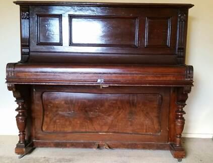 Vintage piano Carl Ecke concert model Berlin upright.