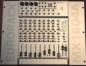Console Behringer Eurorack MX1604A.