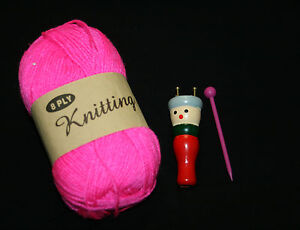 FRENCH KNITTER KNITTING NANCY TRADITIONAL WOODEN DOLL with 100g YARN  & tool