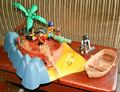 Playmobil pirate island with figures and accessories
