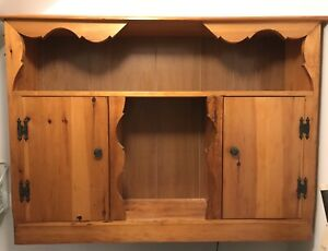 Wall cupboard / cabinet