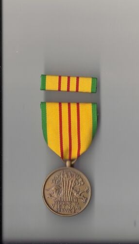 Genuine Vintage Vietnam Service full size Award medal with ribbon bar SPECIAL