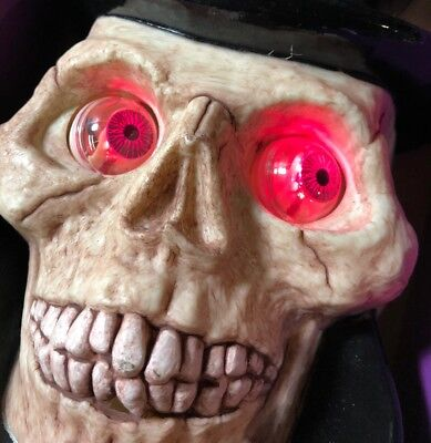 RARE 1995 Halloween Electronic Talking Skull Wall Plaque Moving Eyes Animated