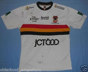 Bradford BULLS / 2007 Home - KOOGA - vintage MENS Rugby Shirt / Jersey. Size: M - <span itemprop='availableAtOrFrom'>Poland, Polska</span> - If an item is to be returned because you changed your mind (you do not like the color, size etc), you will have to cover the return shipping's fee. I do my best to describe the listed stuff as wel - Poland, Polska