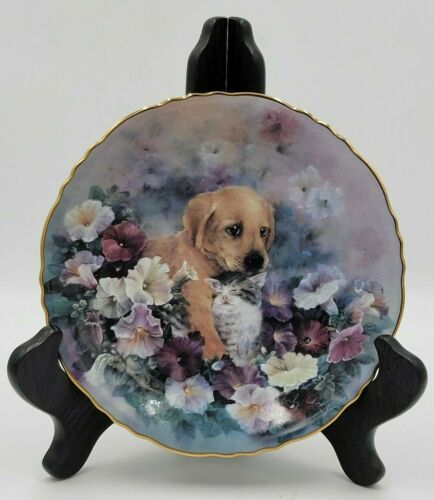 The Bradford Exchange - Cozy Petunia Patch Collector Plate by Lily Chang