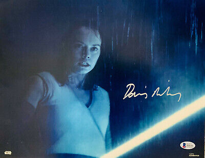 Daisy Ridley Signed Star Wars 11x14 Photo - Rey Beckett BAS 53