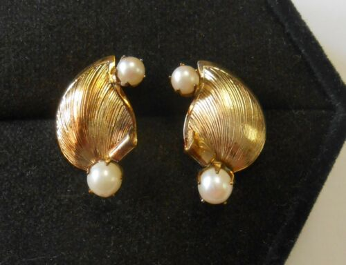 Vintage Pair 14K Yellow Gold Leaf Shell Shape Cultured Pearl Earrings