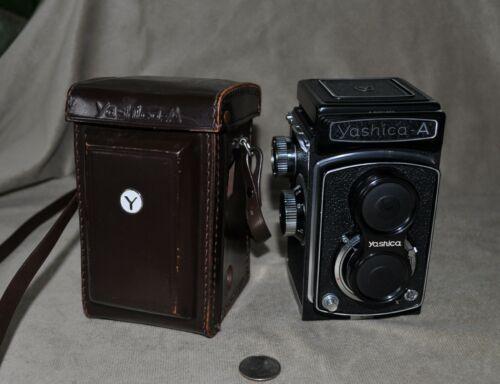 Vintage 1968 Yashica A TLR Twin Lens Reflex Camera W/ Case & Lens Cap