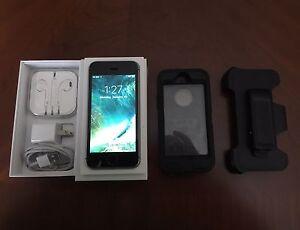 iPhone SE Mint Condition W/Apple Care