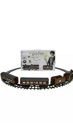 Lionel Harry Potter Hogwarts Express Battery-Powered Ready to Play Train Set
