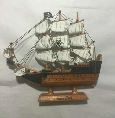 Wooden Pirate Ship (Agiftcorp Wooden Pirate Ship Sailboat with Skull Cross Bones Flag & Sail)