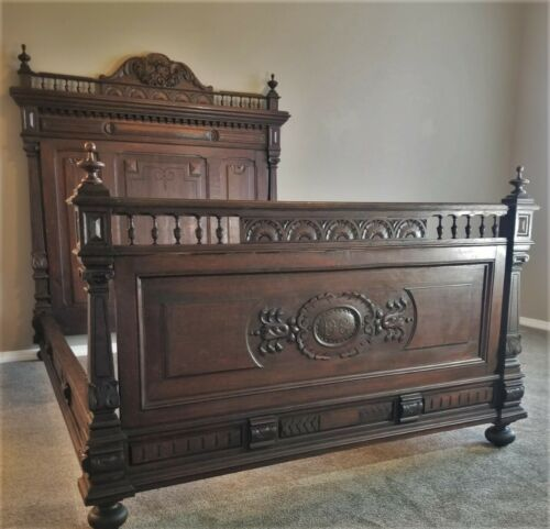 ANTIQUE VICTORIAN AESTHETIC FULL BED HEAVILY CARVED CUSTOM MONOGRAMMED FOOTBOARD