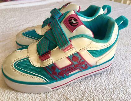 Heeleys skate shoes