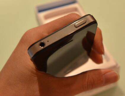 Iphone 4s black 16gb mint condition, no issues Northcote Darebin Area Preview