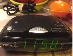 RCA RP4842A Dual Wake Digital Alarm Clock AM/FM Radio Battery Backup Tested