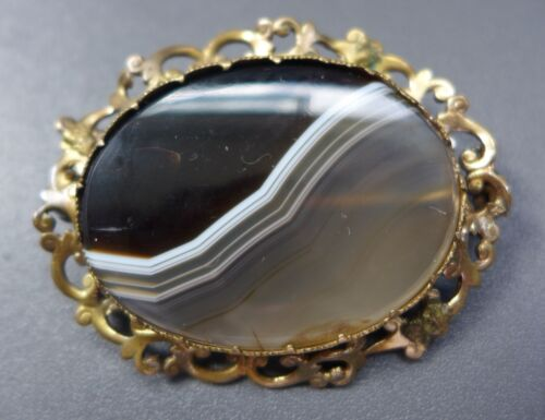ATTRACTIVE, LARGE, ANTIQUE VICTORIAN BANDED AGATE BROOCH