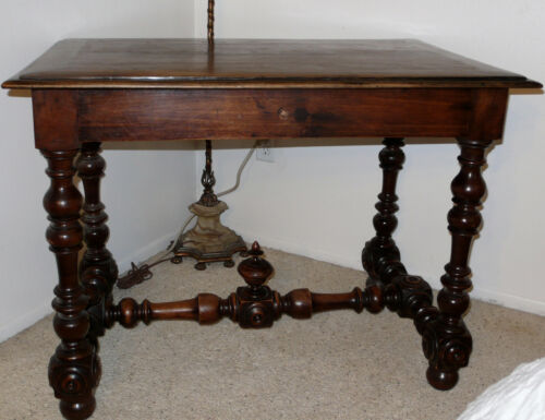 ANTIQUE WALNUT SIDE TABLE WITH TURNED LEGS *CIRCA 1860* FRANCE