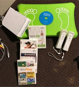 Wii Gaming Console with 2 Controllers and games