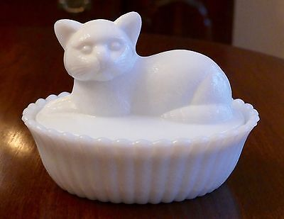 VINTAGE WESTMORELAND MILK GLASS CAT IN BASKET BED COVERED CANDY DISH BOX