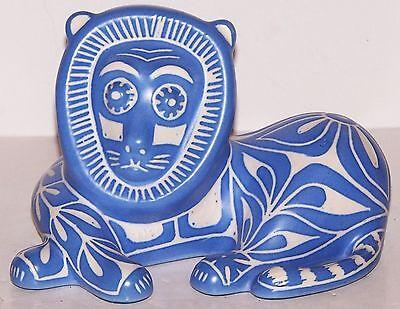 RARE SIGNED PABLO ZABAL CHILE BLUE & WHITE FOLK ART POTTERY LION SCULPTURE