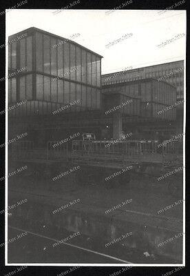 Foto-Stuttgart-Hauptbahnhof-Gepäck-Bahnhsteig-Wagen-Architektur-