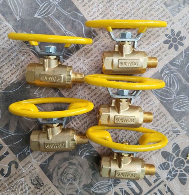 5 NEW Parker Hannifin Industrial Brass Ball Valves V501P-4-21 Female to Male