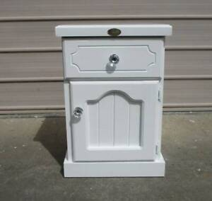 REFURBISHED 1 BEDSIDE TABLE IN HIGH GLOSS WHITE 1 DOOR 1 DRAWER