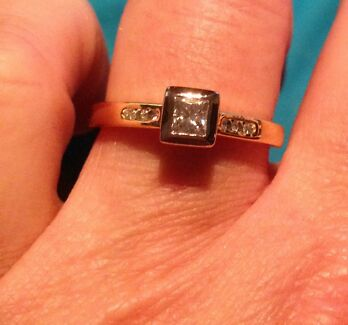 URGENT SALE NEEDED!!!!  18 Ct Yellow and White Gold Diamond Ring