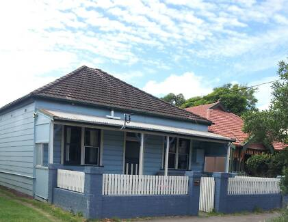 PET FRIENDLY 3 BEDROOM HOUSE IN GREAT COOKS HILL LOCATION