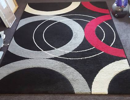 Floor Rug (Black, Red & Grey Pattern) - 92 x 62 inches