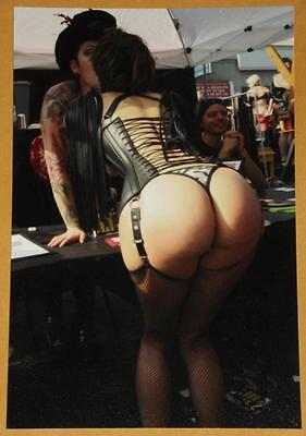Weird Goth GIRLS Kiss Big Butt Boobs Busty Rare WIFE Strange Odd 4x6 Photo W45