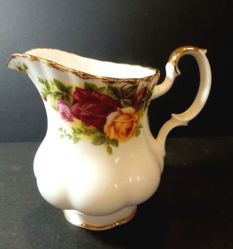 ROYAL ALBERT OLD COUNTRY ROSES  CREAMER  EXCELLENT
