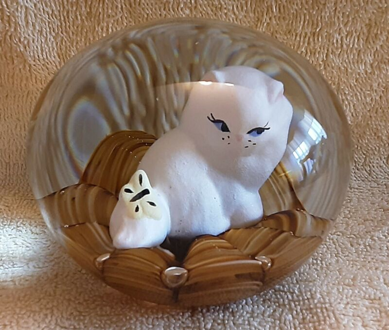 """St. Clair Sulfide Kitty Cat Butterfly Paperweight Vintage Art Glass 3"""" Exc Con"""